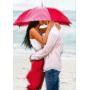 Двое под красным зонтом