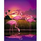 Розовые фламинго в траве